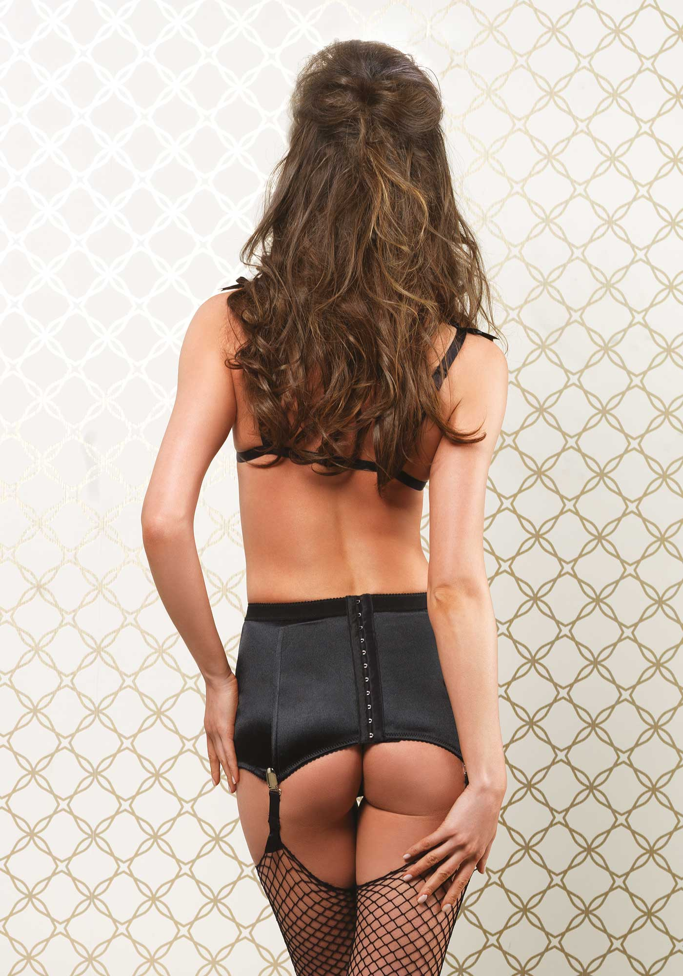 Bra, Girdle Skirt & G-String